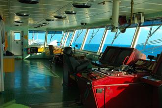 Internationale Frachtschiffreisen Pfeiffer - Von Seegang und Landgang - Brücke