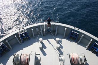 Internationale Frachtschiffreisen Pfeiffer - Von Seegang und Landgang - Bug