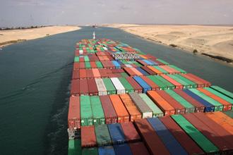 Internationale Frachtschiffreisen Pfeiffer - Von Seegang und Landgang - Container 1