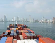 Internationale Frachtschiffreisen Pfeiffer - Von Seegang und Landgang - Einschiffung