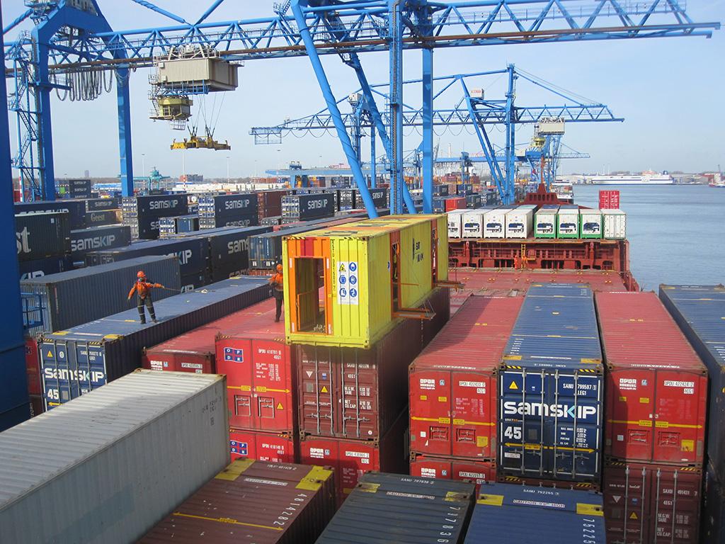 Internationale Frachtschiffreisen Pfeiffer - Von Seegang und Landgang - Löschen und Laden 2