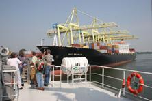 Internationale Frachtschiffreisen Pfeiffer - Von Seegang und Landgang - Pier