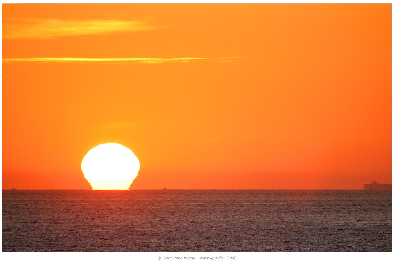 Internationale Frachtschiffreisen Pfeiffer - Von Seegang und Landgang - Sonnenuntergang