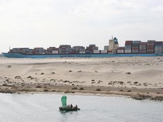 Internationale Frachtschiffreisen Pfeiffer - Von Seegang und Landgang - Suezkanal