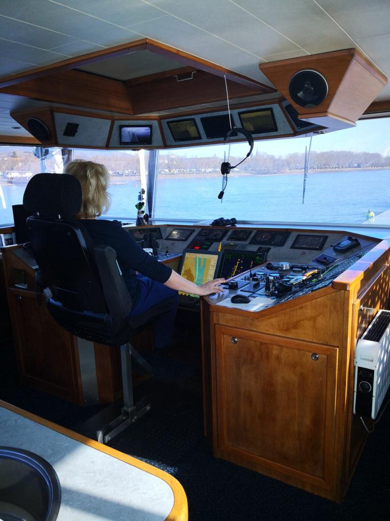 Internationale Frachtschiffreisen Pfeiffer - Besonderheiten von Binnenschiffreisen - Besatzung und Fahrt 2